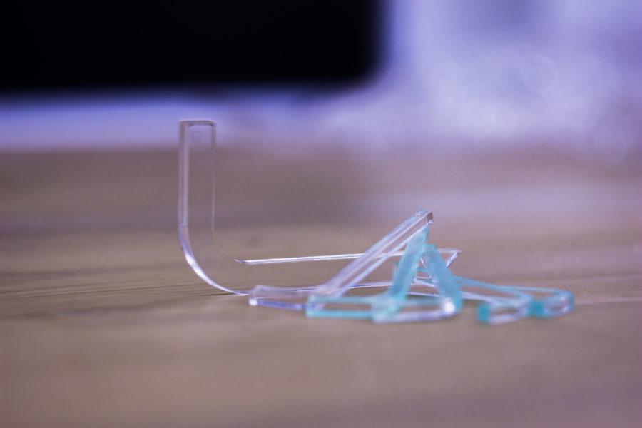 Laserové řezání plexiskla